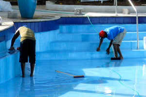 swimming-pool-cleaning-serv